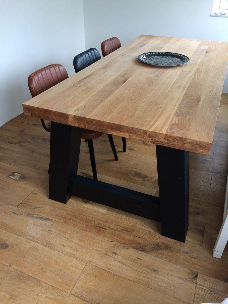 Deze eiken tafel is tegen een minder prijs van 250,- ook verkrijgbaar met een 2,8 cm dik eiken blad. Ook kunt u kiezen voor steigerhout. De prijs is dan E 400,- lager dan afgebeeld.