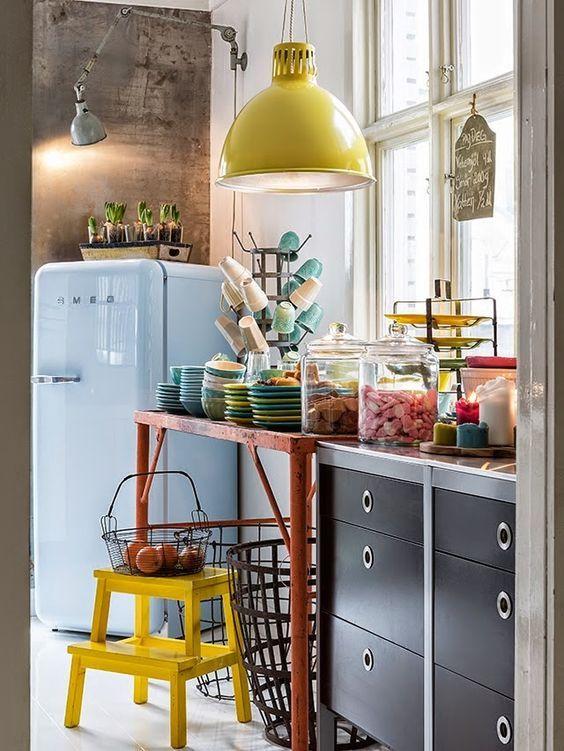 Fantásticas cozinhas com frigoríficos coloridos