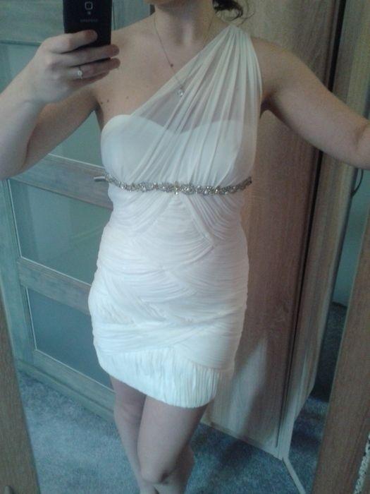 Nabízím bílé společenské šaty zdobené štrasem, velikost 40 - vhodné jako popůlnoční svatební šaty - sexy střih, příjemný m...