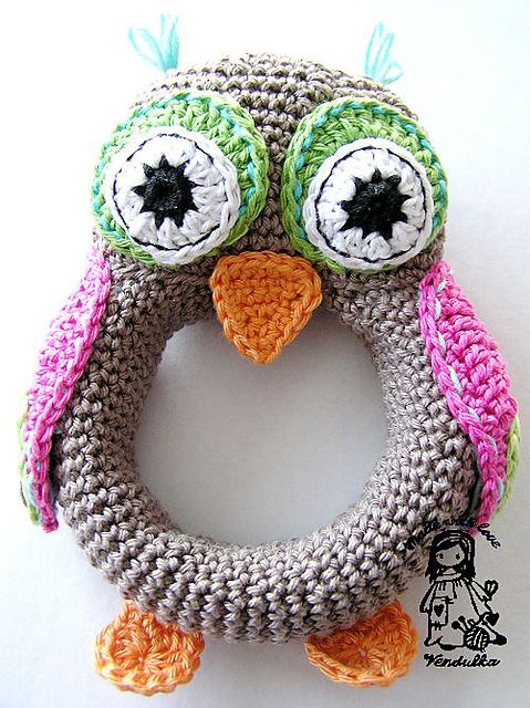 Super cute crocheted owl baby toy. Anyone wanna crochet this for baby G? :)