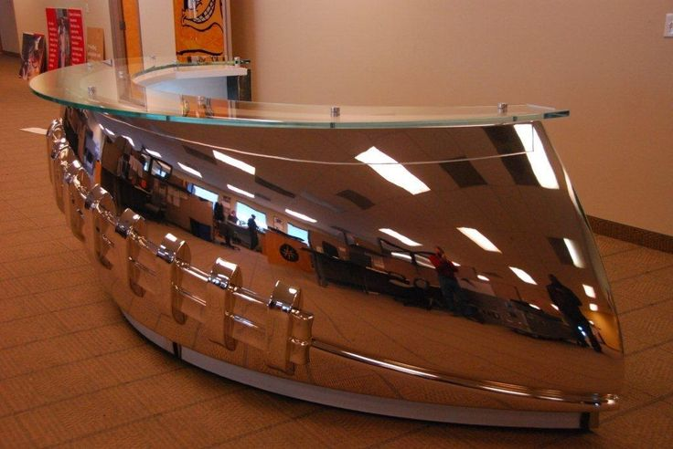 "the NFL Headquarters in New York City uses low-iron extra clear glass for their Reception Desk. Offering enhanced clarity, the 19 mm Pilkington Optiwhite™ covers the top of the chrome ""football-shaped"" desk displayed in the Headquarter's Lobby."