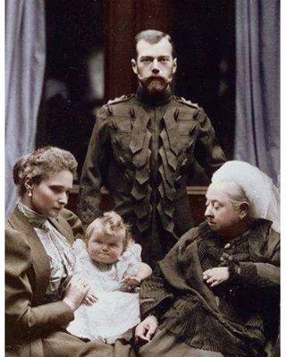 O czar Nicolau II e a czarina da Rússia juntos da Rainha Victória da Inglaterra.