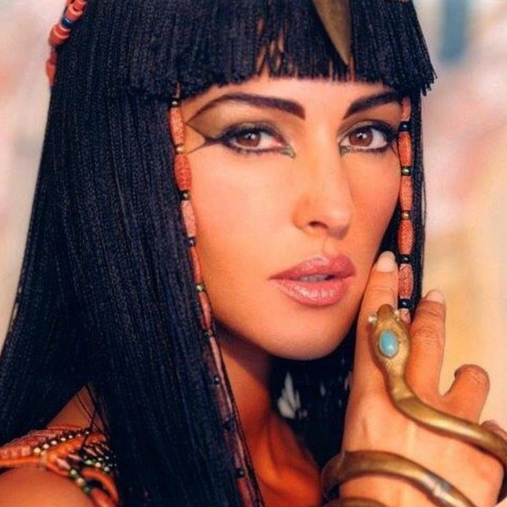 """❤️Once upon a Time, Cleopatra in the film """"Astérix et Obélix : Mission Cleopatre"""" Director Alain Chabat, 2002🌞 Goodnight. Great, Makeup by @christophedanchaud_makeup and Hair @johnnollet  #monicabellucci#cleopatre#egyptian#film#alainchabat#asterix#cleopatra"""