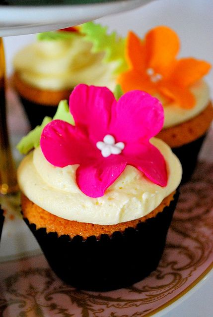 Tropical Cupcakes by Go Cake! (Lou), via Flickr