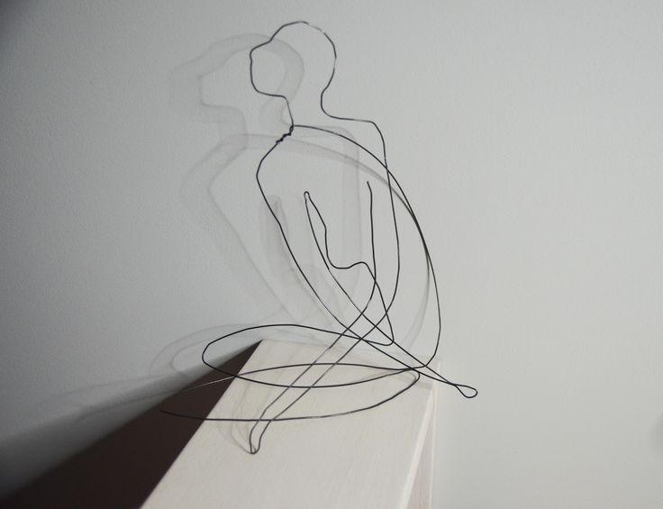 sculpture fil de fer jeune femme assise bras crois s sculptures gravures statues par. Black Bedroom Furniture Sets. Home Design Ideas