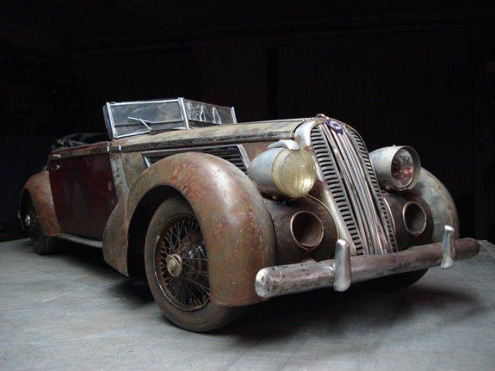 mirá estos autos viejos y destruídos papá