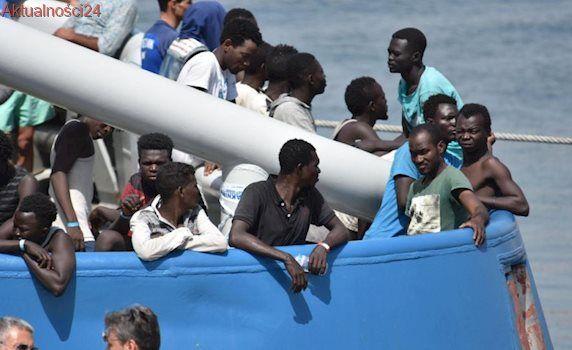 Okręty, samoloty i drony. Włosi pomogą walczyć z przemytem migrantów