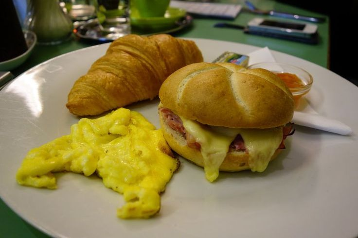 there's nothing like breakfast | photo credit: robert | http://www.diefruehstueckerinnen.at