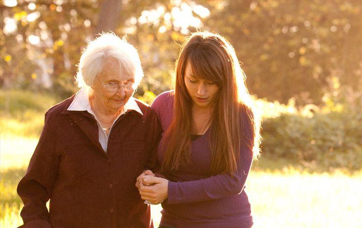 Paramahansa Yogananda: Καλοσύνη: το θεμέλιο της πνευματικής ζωής * Κάθε ανθρώπινο ον είναι ένα μέσον από το οποίο ρέει ο μαγνητισμός του Θεού. Μην εμποδίζετε αυτή τη δύναμη μέσω της έλλειψης καλοσύνης. Για να φτάσετε πιο κοντά στον Θεό πρέπει να είστε καλοί και να αγαπάτε τους πάντες. Όσοι γεμίζουν την καρδιά τους με κακία, δεν θα μάθουν ποτέ να αγαπούν τον Θεό. Η αγάπη του Θεού πνίγεται όταν η κακία δονείται στο ναό του σώματος.