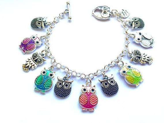 ♥ Cute Rainbow Enamel Owl Twit Twoo Pendant Charm Cluster Silver Plated Owl Charm Bracelet Jewellery Jewelry Gift ♥ A sweet owl charm bracelet featuring a selection of silver plated owl charms with five cute enamel owl pendants in a rainbow colours. The charms are affixed to a