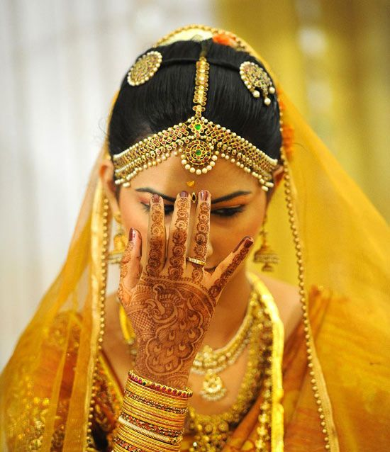 Beautiful South Indian bride. Interesting incorporation of a colored veil with traditional jewelry and saree.