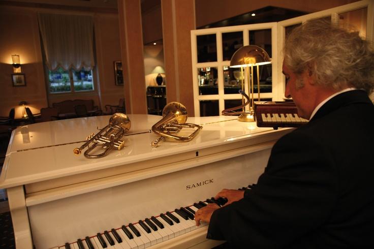 Winnie's piano bar #pianobar #atmosfera #historichotel #winstonchurchill
