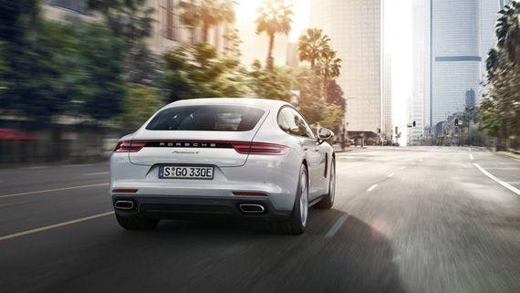 Гибридный седан Порше Панамера S E-Hybrid 2018 / Porsche Panamera Turbo S E-Hybrid 2018 – вид сзади