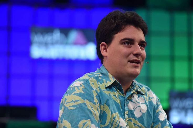 Facebook'un sahibi olduğu sanal gerçeklik şirketi Oculus'un kurucusu ve Oculus Rift sanal gerçeklik başlığının ilk geliştiricisi olan Palmer Luckey Facebook ile yollarını ayırıyor. Facebook'tan konuya ilişkin olarak yapılan açıklamada, Luckey'in ayrılığı doğrulandı. UploadVR sitesine...   http://havari.co/palmer-luckey-facebook-ve-kurucusu-oldugu-oculus-ile-yollarini-ayiriyor/