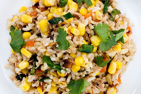 Corn salad with brown rice, sesame and coriander