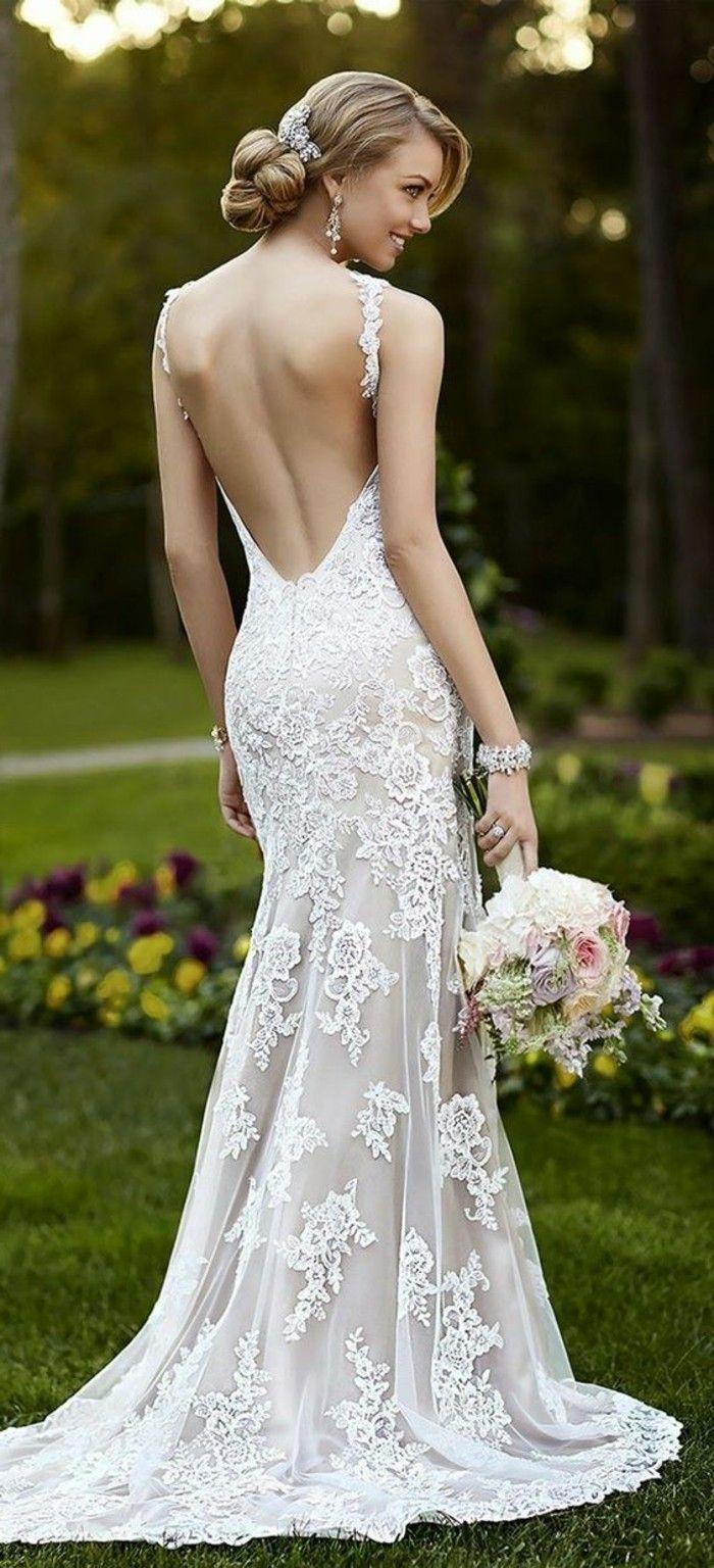 robe de mariage civil longue design sirène en dentelle blanche, fleurs de mariage