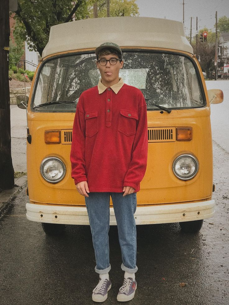 [WDYWT] Hi I'm Noah and I like coffee, rainey days, and primary colors : stree…