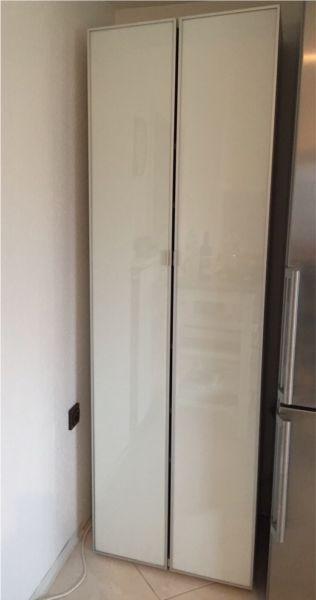 Ich biete eine gut erhaltenen Küchenschrank (b:60 cm, h: 192 cm, t: 42 cm) von Ikea zum Kauf an. Nichtraucher Haushalt. Haushaltsauflösung. Bei Fragen gerne per Email fragen.Bitte beachten Sie auch meine anderen Anzeigen.