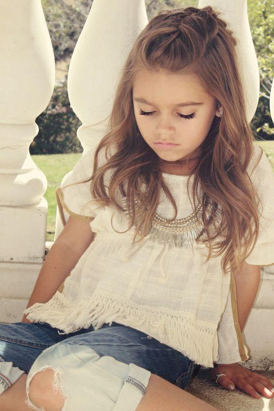 Coiffure petite fille cheveux longs …