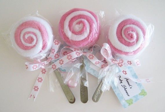 Cute baby gifts! Washclothes, spoons, and ribbon make lollipops!!