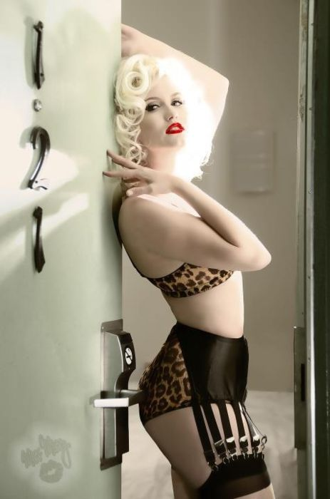 121Platinum Blondes, Red Lips, Up Style, Leopards Prints, Garters Belts, Pinup, Retro Style, Bondi Holly, Pin Up