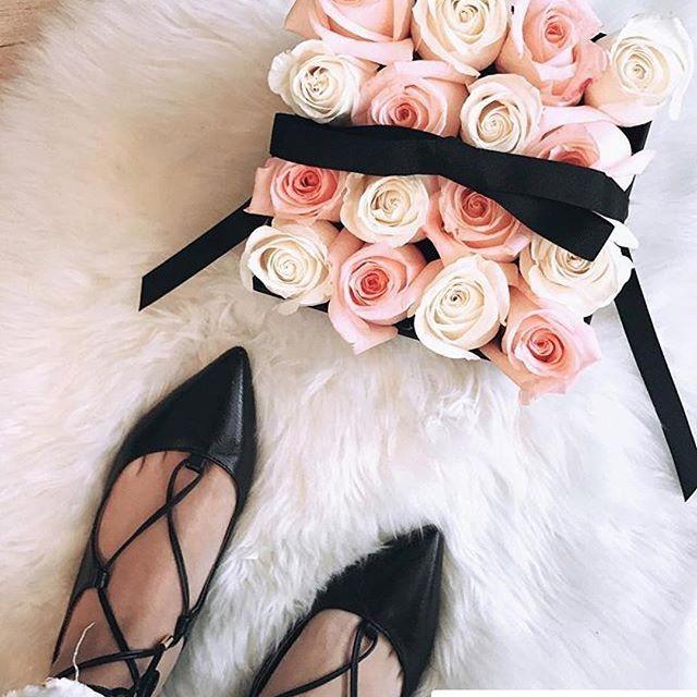 Box Bicolor para la guapa @vogueorheels ❤❤❤ #Repost     Siempre es un buen día cuando recibes flores  Gracias @firenze_rose por este lindo detalle. ¡Lindo jueves a todos!    www.firenzerose.com