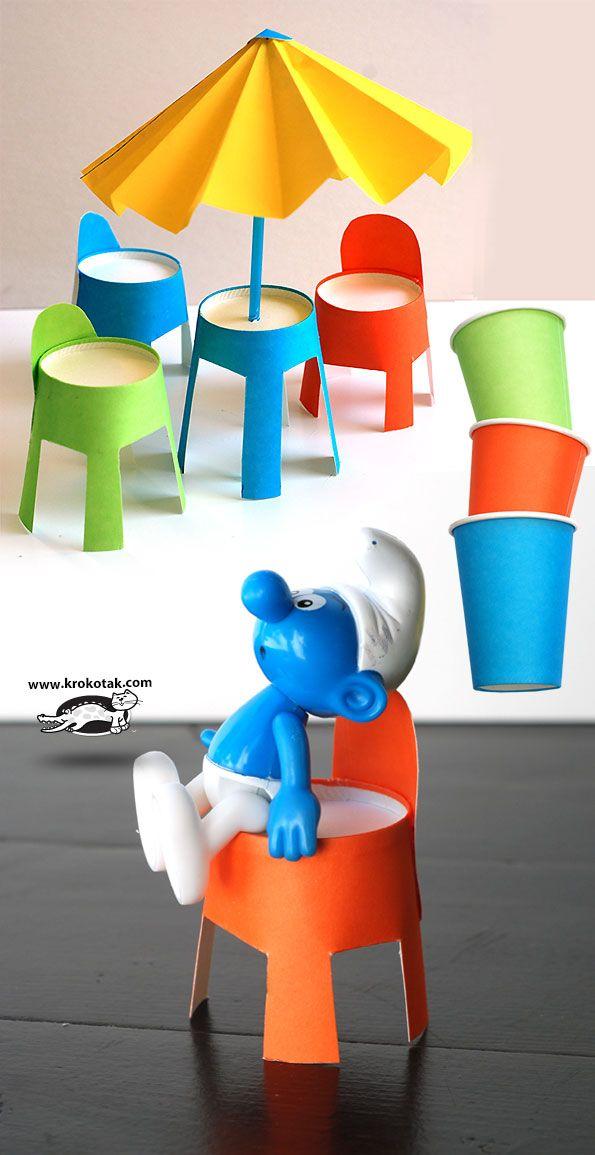 Creatief knutselen met en voor smurfen. Maak eigen meubilair uit kartonnen bekertjes.
