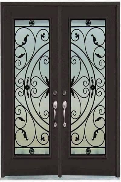 La forja nunca dejara de ser elegante y representativa en una puerta de entrada....