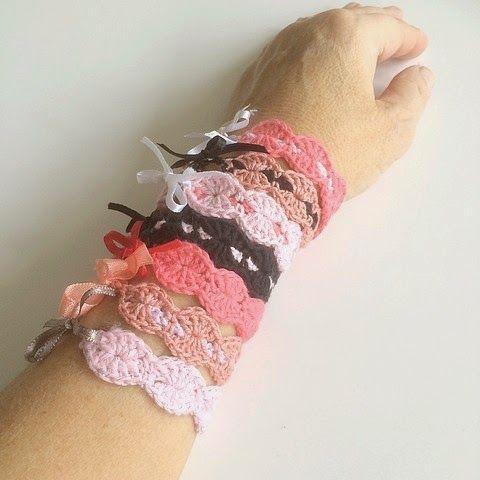 GREITZAN: Virkade armband för stora och små