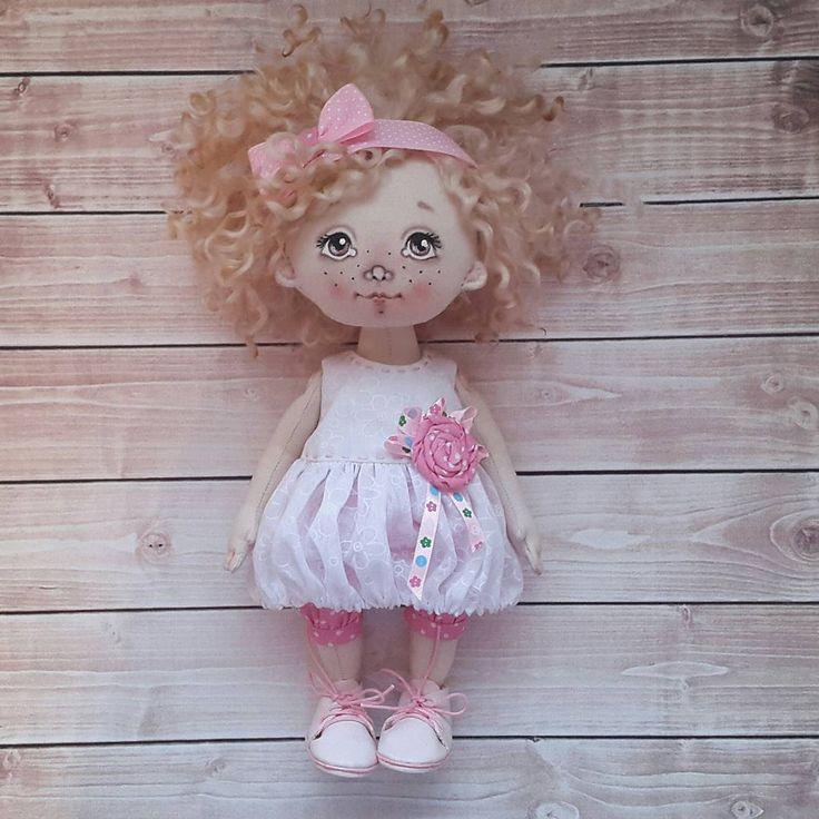 440 отметок «Нравится», 15 комментариев — Куклы ручной работы (@elena.petrova.omsk) в Instagram: «Малышка. Хлопок. Одежда и обувь снимается. Волосы кудри овечки. Стоит и сидит самостоятельно.…»