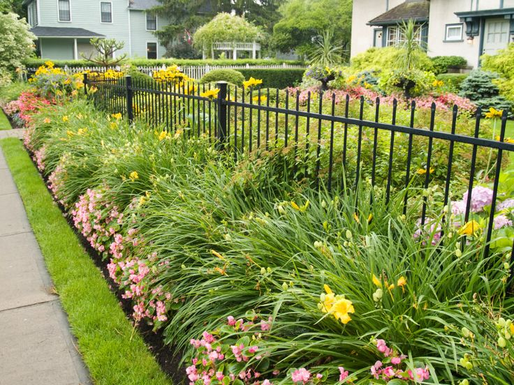 25 best ideas about wrought iron fences on pinterest for Attractive garden fencing