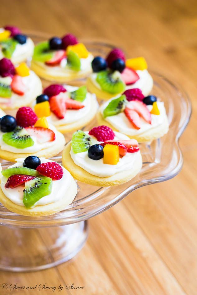Summer classic dessert in bite-size! These mini fruit pizzas are built on simple soft sugar cookies and topped with white chocolate cream cheese filling and colorful fresh fruits.