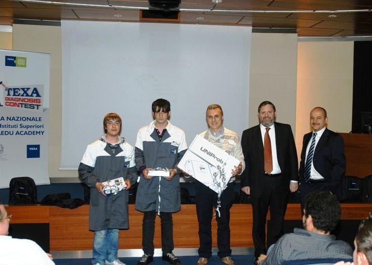 Texa Diagnosis Contest 2010: premiazione dei ragazzi della scuola, primi classificati.