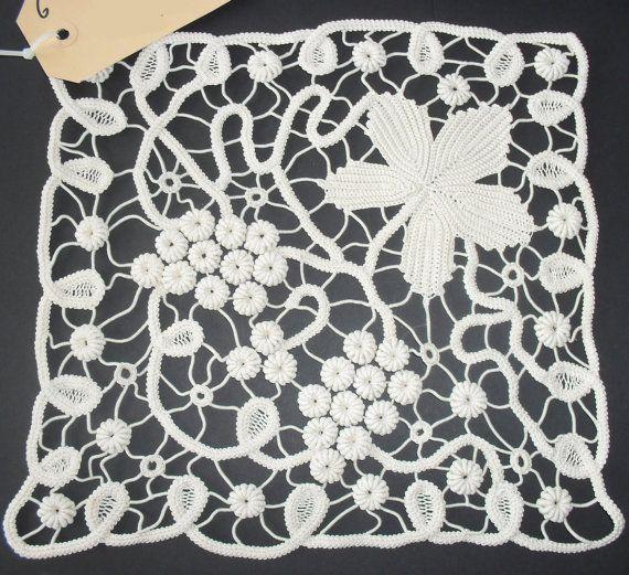 point lacetablecloth van emcacraft op Etsy, €50.00