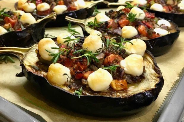 Fırında mozarellalı bostan patlıcan yemeği- Oven baked eggplant w / mozzarella
