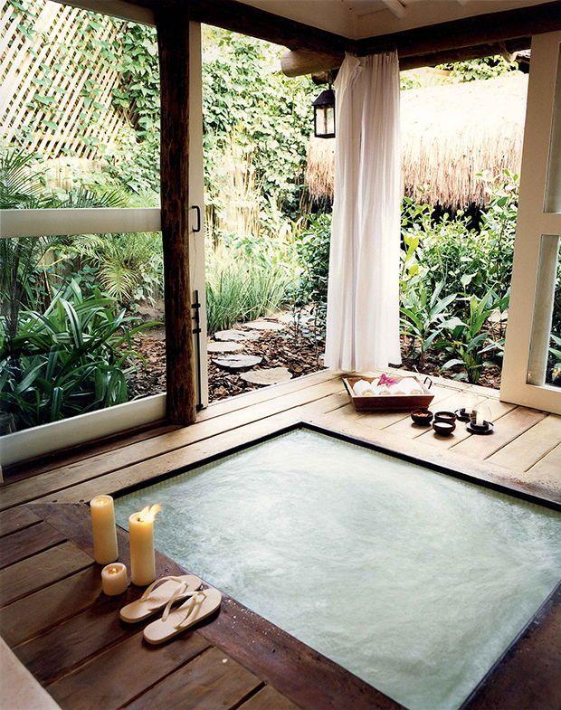 Calm and isolated jacuzzi at UXUA Casa Hotel & Spa, Trancoso, Bahia, Brazil. Home Spa Room, Spa Rooms, Casa Hotel, Hotel Spa, Spa Design, House Design, Design Hotel, Ideas Cabaña, Hot Tub Room
