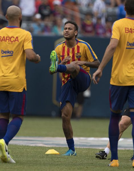 Neymar of FC Barcelona warms up before the International Champions Cup (ICC)  match between Juventus FC and FC Barcelona at the Met Life Stadium in East Rutherford, New Jersey, on July 22, 2017. / AFP PHOTO / DON EMMERT