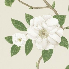 Christabel er en alsidig blomstret stil, som Sanderson er kendt for. Tapetet har en lidt mindre målestok end den komplementære stof af samme navn.