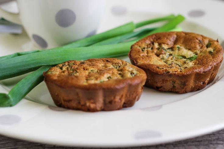 Мини-пирожки с луком и яйцом «На зубок»