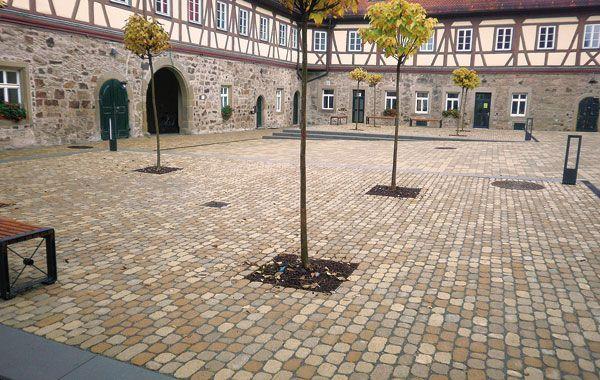 Arena Pflastersteine im Schlosshof Michelbach.