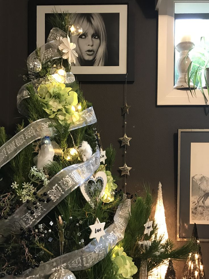 I was asked to be part of the Winter Eclectic Christmas home tour by the ever so kind Jess Rey from Domicile37, along with a whole selection of wonderful bloggers.  If you are coming here…