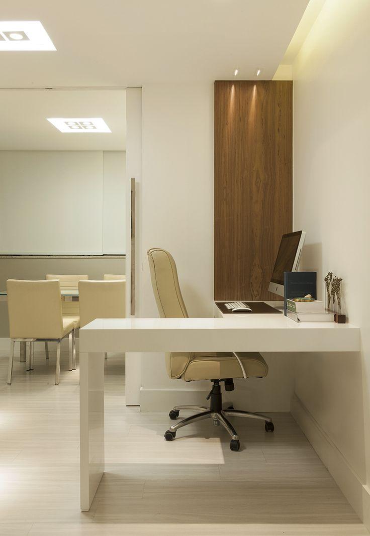 Escritorio corporativo. (projeto Mariah Cardoso) #officedecor #decoraçãodeescritorio Mais no blog! Acesse e confira!