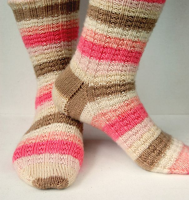 Free Knitting Patterns For Socks On Circular Needles : 1000+ images about Knitting - socks on Pinterest Cable, Circular knitting n...