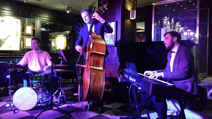 Live jazz every Saturday night at Dry Martini Bar London NW1 3UP. Great night, incredible cocktails!