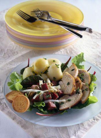 Insalata di pollo arrosto con lingua e patate