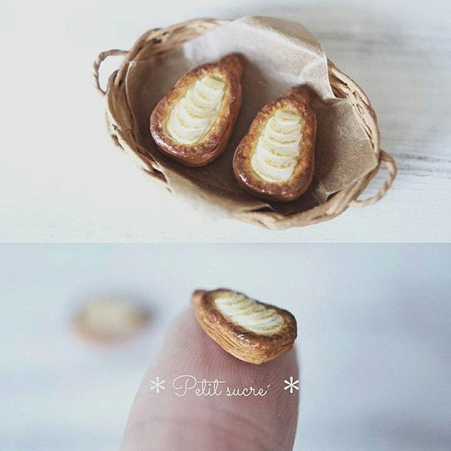 * リクエスト品洋梨のデニッシュ * . . 9月頃からパン屋さんのドールハウスを飾りたいお客様から沢山のパンのオーダーを頂いています。 お客様のご要望(ヨーロッパにあるアンティーク風)に合うパンを試行錯誤しながら作って色々提案させて頂いております😊🎶 そういうことでパンPicばかりです😅 パンが大好きなのでとっても楽しく作らせて頂いています💖 . . ※オーダーは現在は受け付けておりません🙇 . . #miniature #dollhouse #handmade #polymerclay #handicraft #denish #lafrance #sweets #dailypic #ミニチュア #ドールハウス #ハンドメイド #粘土 #オーダー品 #デニッシュ #パン #洋梨 #スイーツ