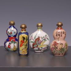 Lot of four beautiful, enamelled, snuff bottles - China - second half of the 20th century.