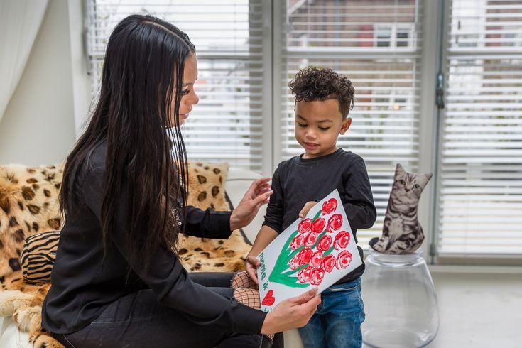 STEMPELEN MET GROENTE  Knutselen voor moederdag.  Inspiratie voor Moederdag  https://www.doenkids.nl/inspiratie-voor-moederdag-cadeautjes/