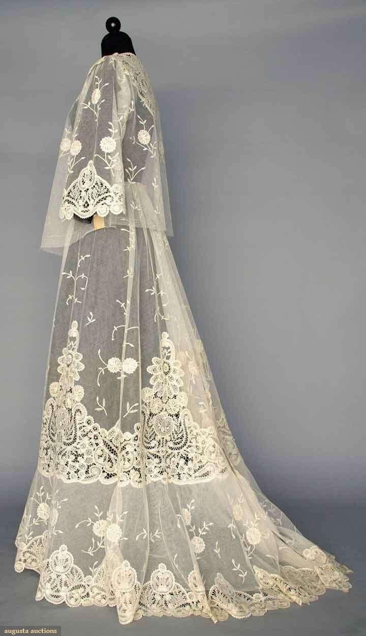 WHITE LACE TEA GOWN, c. 1905. Unassembled & never worn: trained skirt, pair sleeves & blouse, all cotton net inset w/ Battenburg tape lace & applique princess lace. Sideway