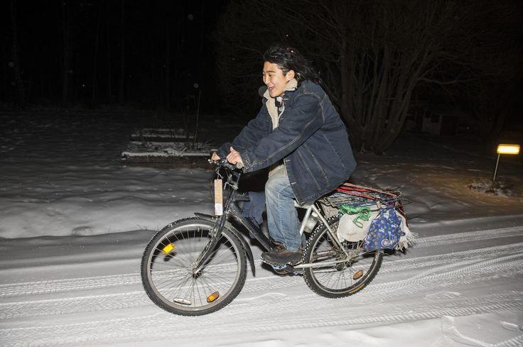 Japanilainen Satoru Yamada, 19, on pyöräillyt jo Kaukasuksen ja puolen Suomen halki viisi vuotta kestävällä matkallaan ja yöpynyt teltassa kovillakin pakkasilla.